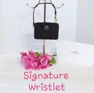 💯 Authentic Coach Vintage Signature Wristlet